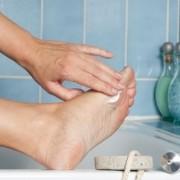 Какие бывают мази от грибка на ногах? Советы по лечению в домашних условиях.