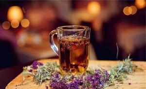 Чай из чабреца и ромашки