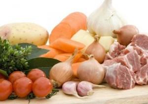 мясо с овощами сырые