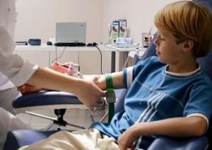 у ребенка берут кровь на афп