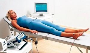 женщина на исследовании состава тела
