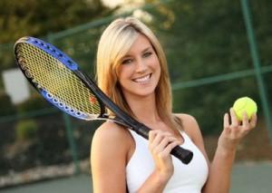 женщина с теннисной ракеткой