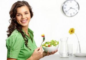 женщина за едой